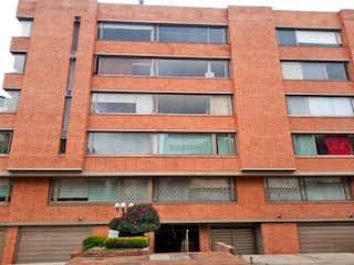 Un edificio de ladrillo rojo con un edificio de ladrillo rojo en Apartamento En Venta En Bogota Santa Barbara Alta-Usaquén