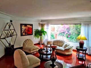 Una sala de estar llena de muebles y una gran ventana en Apartamento En Venta En Bogota La Carolina-Usaquén