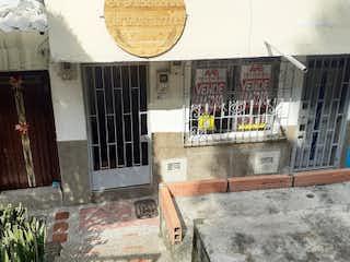 Una gran habitación con un montón de muebles y decoración en Casa en Venta BUENOS AIRES
