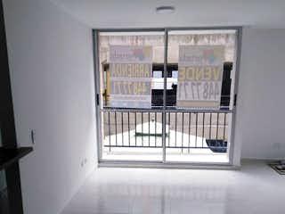 Una foto en blanco y negro de una sala de estar en Apartamento en venta en Cabecera San Antonio de Prado, de 55mtrs2