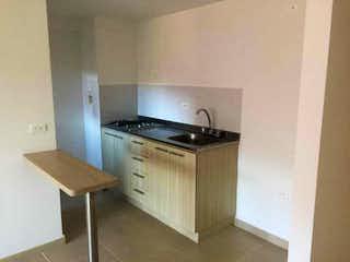 Una cocina con una estufa de fregadero y horno en Apartamento en venta en Bucaros de 3 alcobas