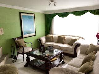 Una sala de estar llena de muebles y un sofá en Casa en venta en Estrella Del Norte de 3 hab. con Bbq...