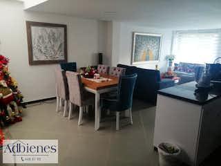Una sala de estar llena de muebles y una mesa en URBANIZACION TIERRA FRESCA