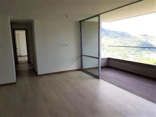 Un refrigerador congelador blanco sentado dentro de una cocina en Apartamento en venta en Suramérica 97m² con Piscina...