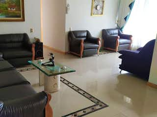 Una sala de estar llena de muebles y una chimenea en Apartamento en venta en Suramérica, 180mt