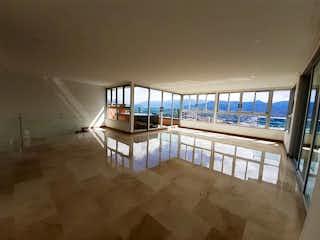 Un banco de madera sentado en la parte superior de una playa de arena en Apartamento en venta en Castropol 480m² con Zonas húmedas...