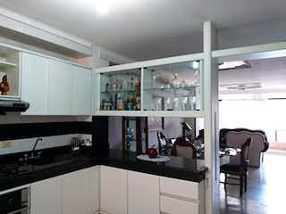 Una cocina con una estufa y un refrigerador en Apartamento en venta en Velódromo, 127m² con Balcón...