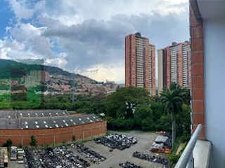 Una vista de una ciudad con un edificio en el fondo en Apartamento en venta en Niquía de 2 alcobas
