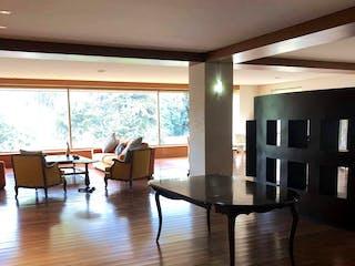 Una sala de estar con suelos de madera y suelos de madera en Amplio dpto en exclusivo condominio en Lomas de Chapultepec . 3 Rec