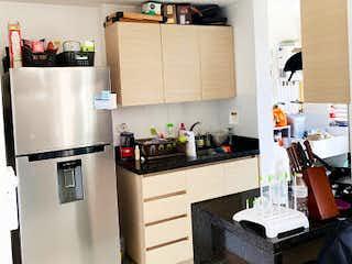 Una cocina con nevera y fregadero en Apartamento en Venta en Ancon