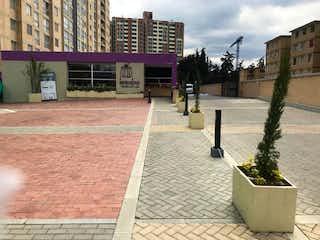 Una escena callejera con una boca de incendios y flores en 102973 - Espectacular Apartamento en Sector Hayuelos Occidental