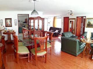 Una sala de estar llena de muebles y una televisión de pantalla plana en Apartamento venta Velodromo Medellin, Antioquia