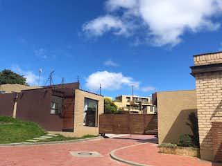 Un gran edificio de ladrillo con una torre de reloj en Casa en Venta LA CALERA