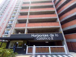 Un cierre de un cartel de calle en una calle en Apartamento en Venta LA CATOLICA