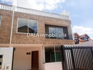 Un edificio con un reloj en el costado en SE VENDE CASA EN COTA CUNDINAMARCA .