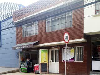 Un edificio con una señal de parada roja en él en Casa en venta en Morato de 334m² con Gimnasio...