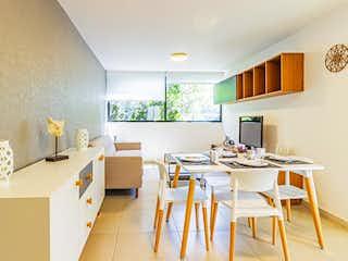 Una cocina con una mesa de comedor y sillas en Torre Aquiles