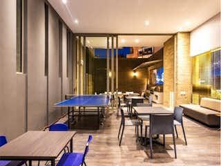 Un comedor con una mesa y sillas en Edificio Solhe