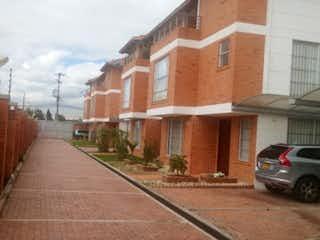 Una calle de la ciudad llena de casas y edificios en Casa en venta en Casco Urbano Cota de 5 habitaciones