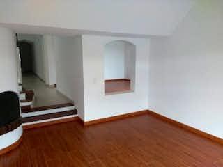 Una sala de estar con un suelo de madera dura en Casa En Arriendo/venta En Bogota El Recreo De Los Frailes