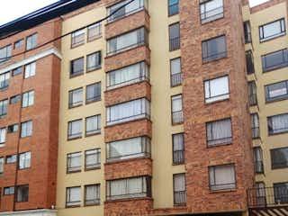 Un edificio de ladrillo con un letrero en la calle en Apartamento en venta en Prado Pinzón 52m²