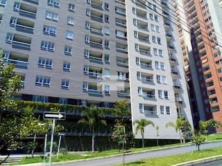 Un edificio alto sentado al lado de un edificio alto en Apto La Estrella La Aldea 866241 P. 1