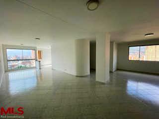 Una vista de una sala de estar y una sala de estar en Suramericana 7