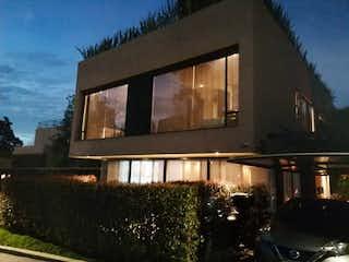 Una imagen de un edificio en una calle en VENTA/ARRIENDO/PERMUTA CASA 290Mtrs TERRAZA 150M. CAMINO DEL BOSQUE