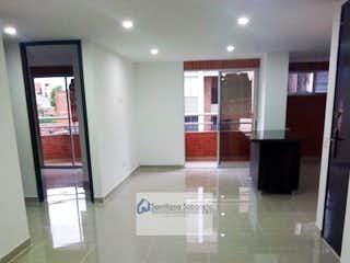 Un cuarto de baño con lavabo y un espejo en Apto. Medellin Laureles  684672 P.4