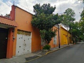 Un edificio de ladrillo con un letrero en la calle en Excelente oportunidad para desarrolladora