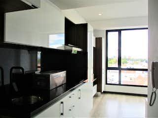 Una sala de estar con una gran ventana y una televisión de pantalla plana en Apartamento en venta en Barrio Teusaquillo de 1 alcoba