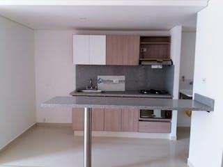 Una cocina con una estufa de fregadero y armarios en Apartamento Sabaneta P-18 Cod.607744