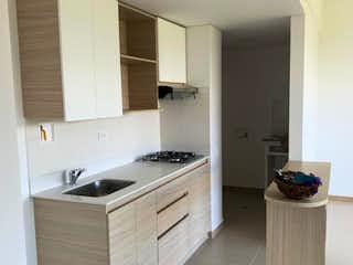 Un cuarto de baño con lavabo y un espejo en Apartamento en Arriendo Rionegro