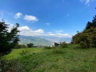Una vista de una montaña en la distancia en Vendo Espectacular Lote 6.100 mts Escobero parte Baja