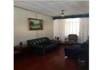 Casa en venta en San Joaquín de 4 habitaciones