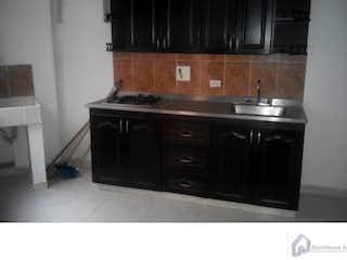Una cocina con una estufa y un fregadero en Apartamento cerca a Mayorca