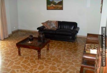 Apartamento en venta en Conquistadores de 5 hab. con Balcón...