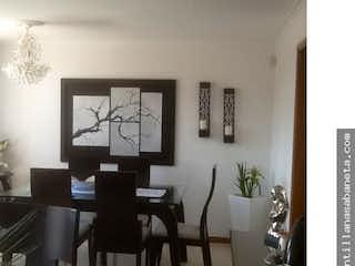Una sala de estar llena de muebles y una televisión de pantalla plana en Apto Med Conquistadores 108546 P.11