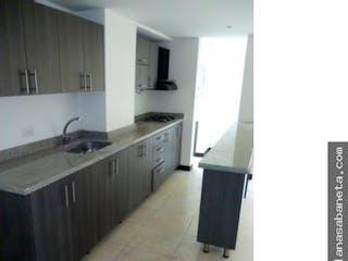 Una cocina con un fregadero y una estufa en Apartamento bosques de mayorca  sabaneta p12