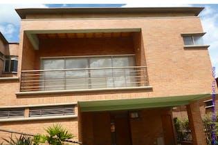 Casa en venta en La Doctora de 4 alcobas