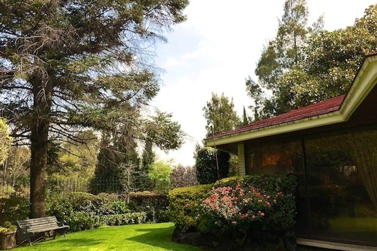 Portada Casa en venta en Bosques de las Lomas, terreno plano