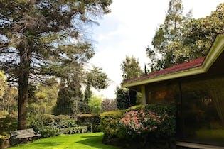 Casa en venta en Bosques de las Lomas, terreno plano
