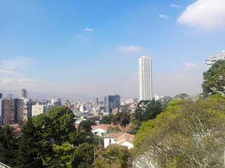 Una vista del horizonte de una ciudad en una ciudad en Edificio