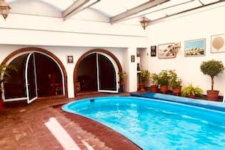 Casa en venta en Las Águilas, con piscina