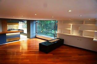 Apartamento En Venta En Bogota La Cabrera, con dos garajes independientes.