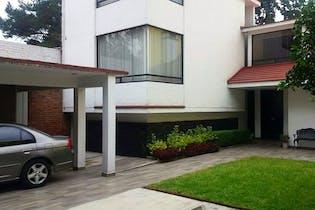 Casa en venta en Ampliación Tepepan, con jardin