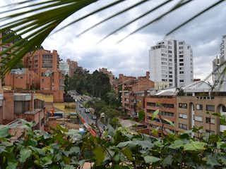 Una vista de una ciudad con edificios altos en el fondo en Apartamento En Venta En Bogota La Cabrera