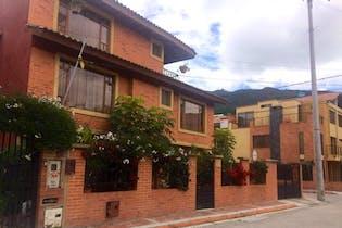 Casa en Cota Centro - con muy buena ubicación