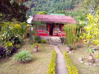 Una boca de incendios delante de una casa en Casa en venta en Casco Urbano La Vega con acceso a Jardín