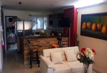 Apartamento en Los Colores - 4 habitaciones, parqueadero cubierto
